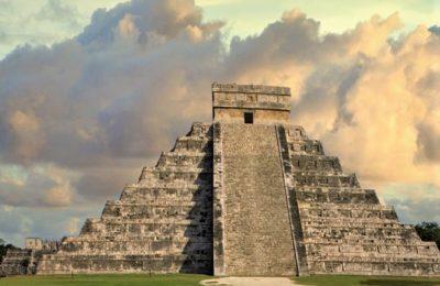 Ancient Maya ruins of Chichen Itza in Mexico